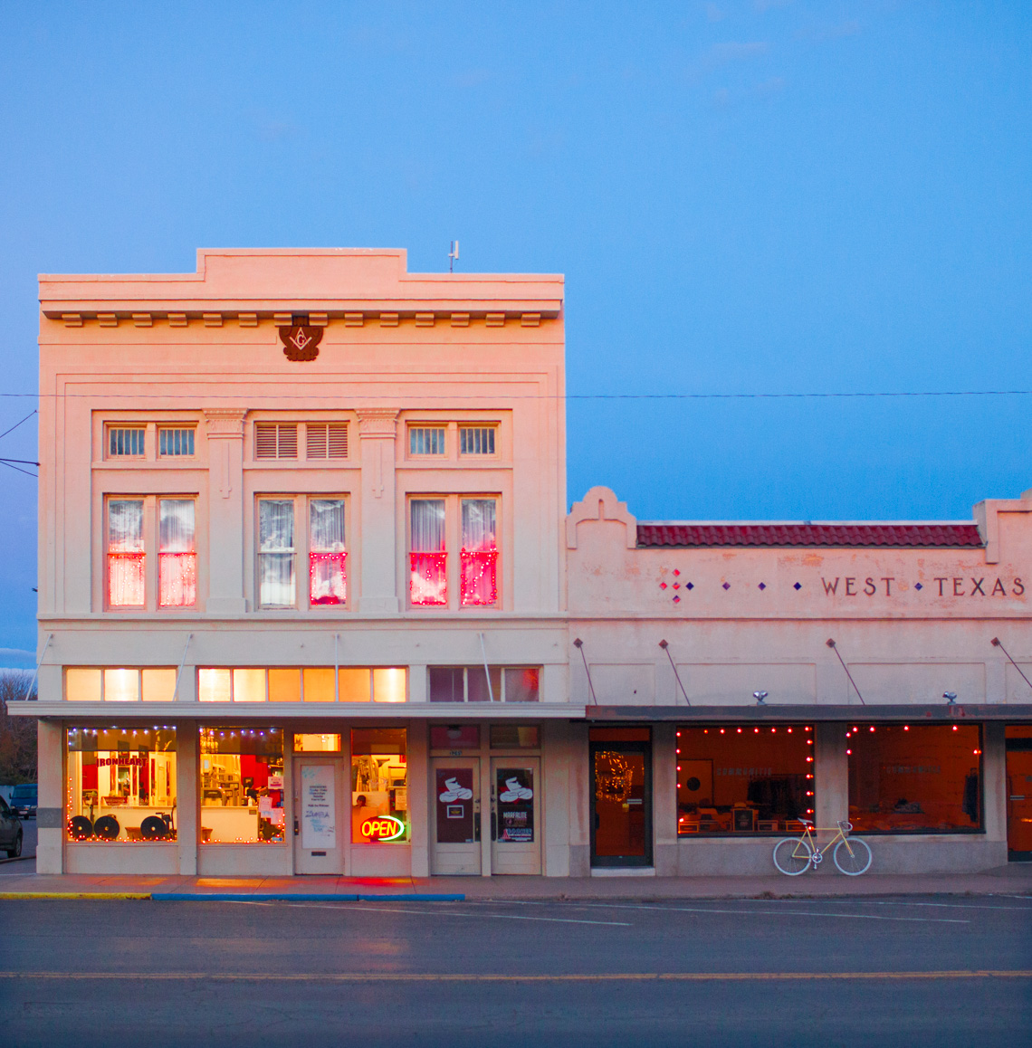 TRAVEL IMAGE OF MARFA TEXAS | TOSCA RADIGONDA PHOTOGRAPHY