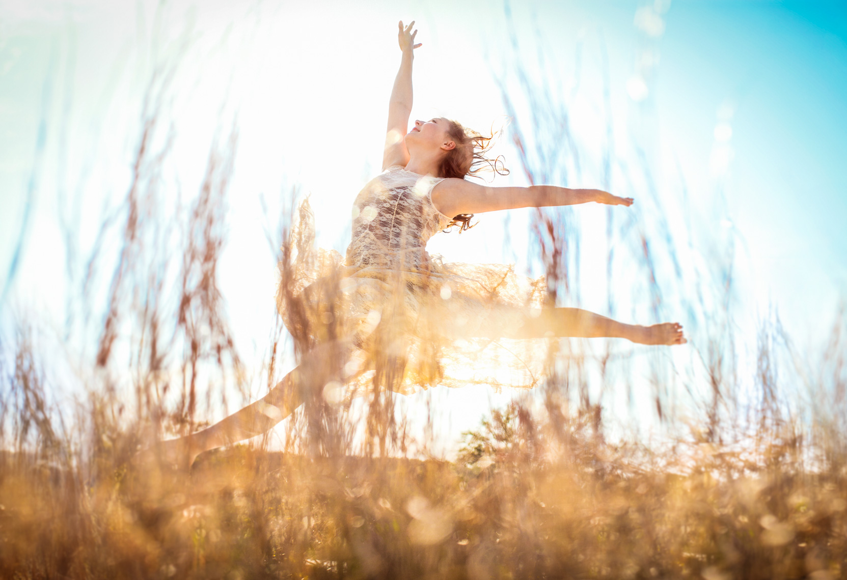Dancer leaping  in nature | Visual Storytelling Photographer