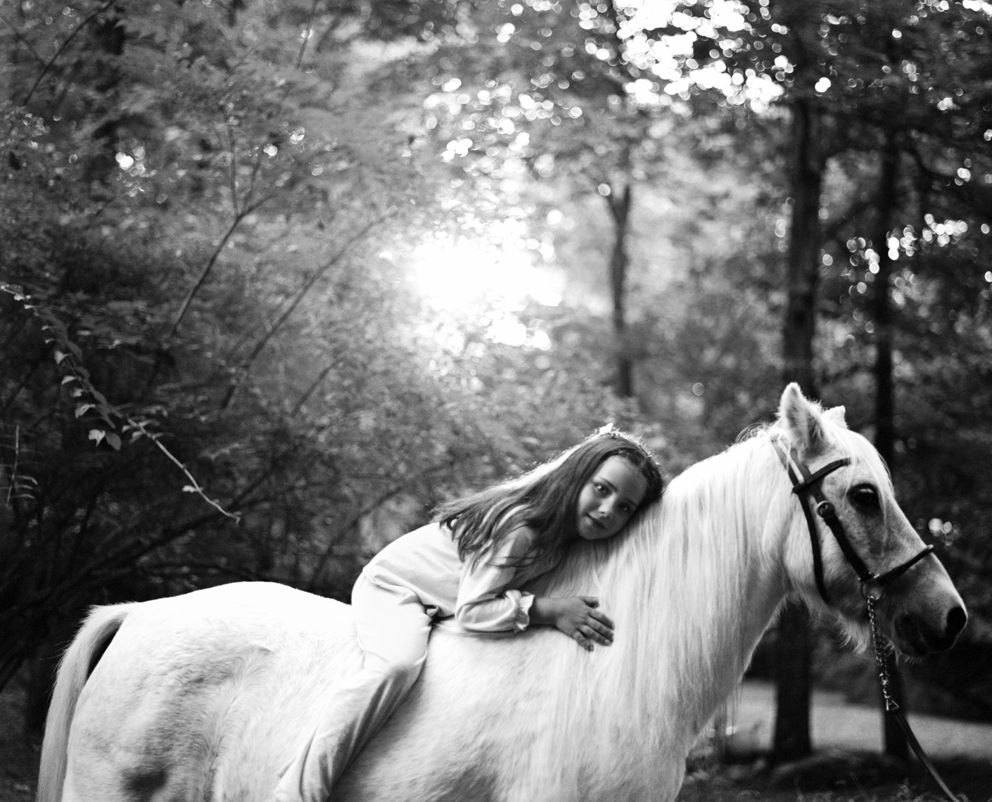 Girl riding white pony | Visual Storytelling Photographer