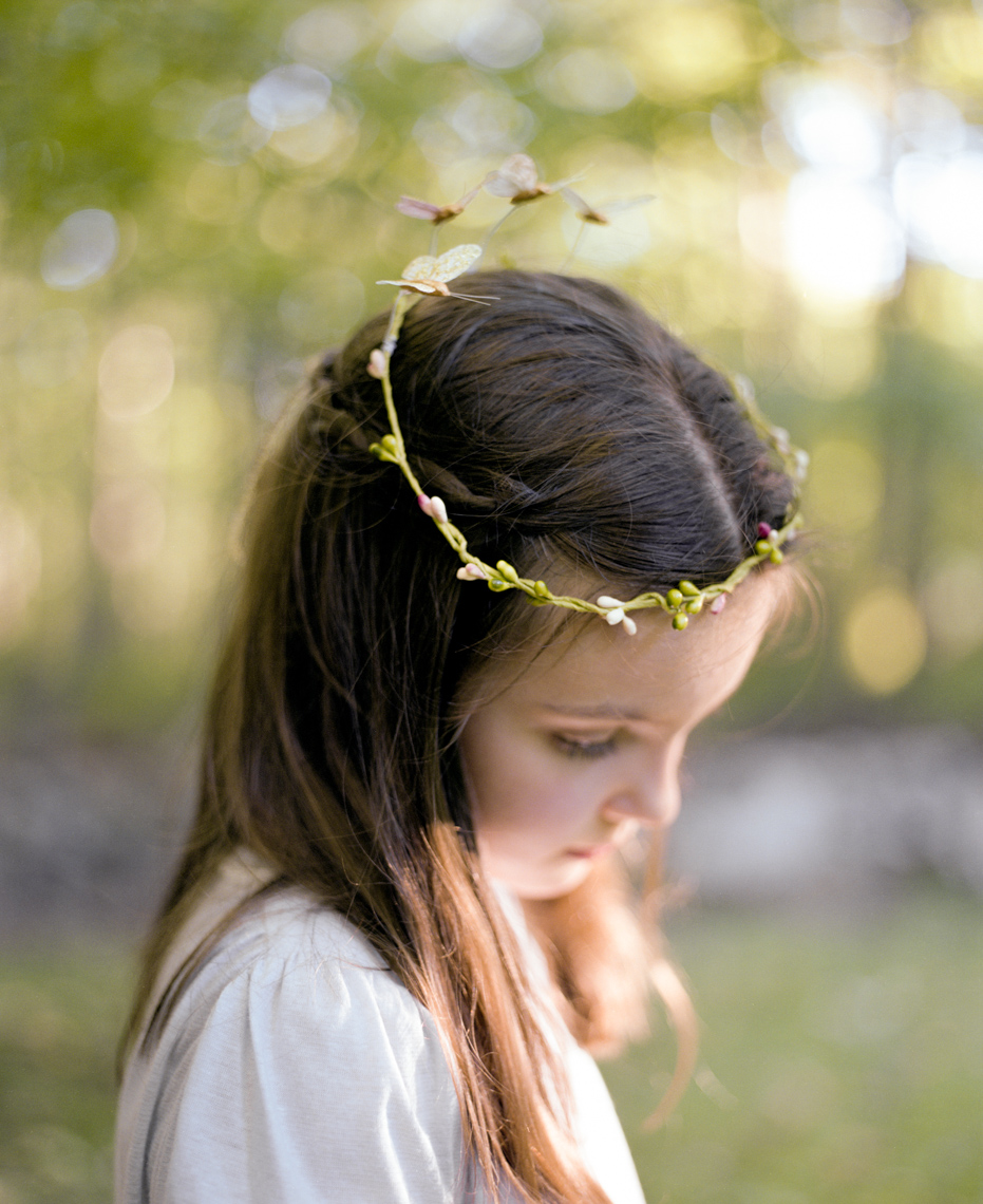 Girl with homemade crown | Editorial Kids Photographer