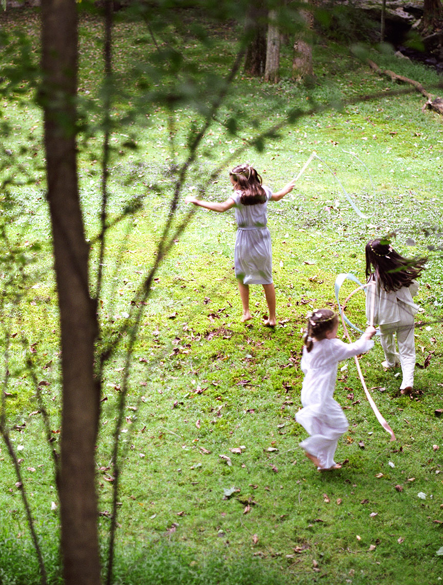 Young girls dancing around tree | Editorial Kids Photographer
