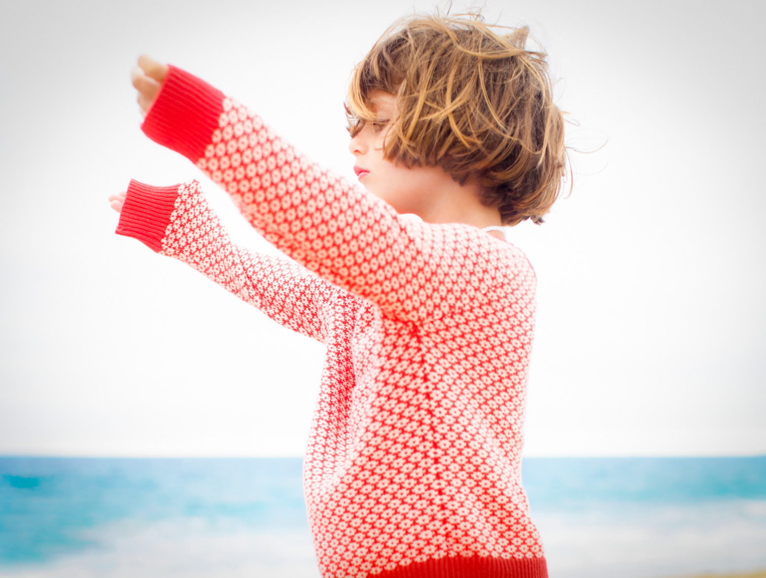 Lifestyle image of child on beach | Tosca Radigonda Photography