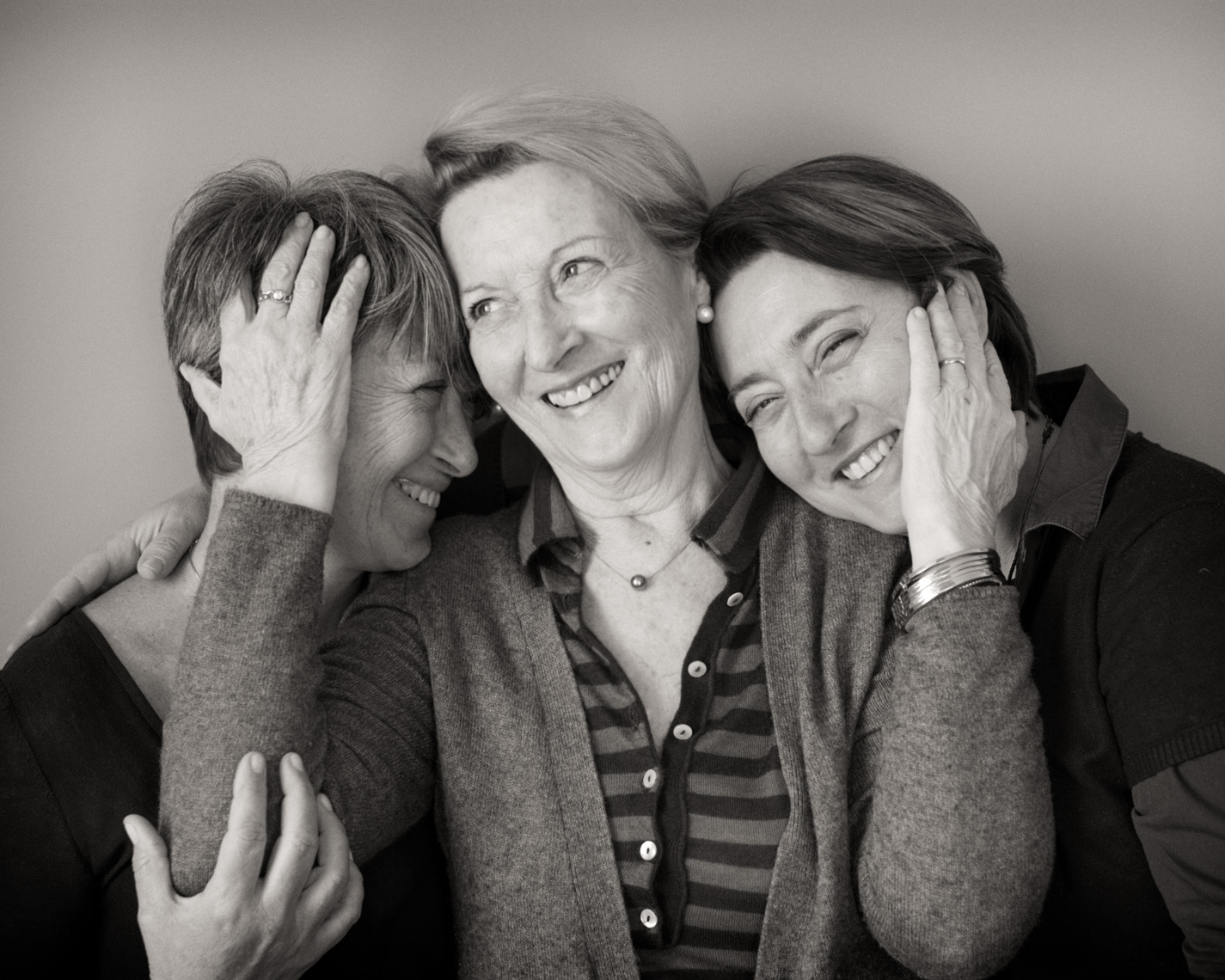 Portrait Of Italian Mom And Daughters | Tosca Radigonda Photography