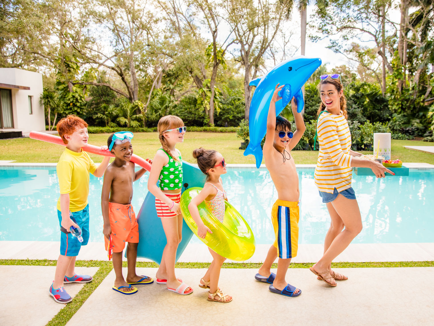 LIFESTYLE IMAGE OF KIDS AT POOL | TOSCA RADIGONDA PHOTOGRAPHY