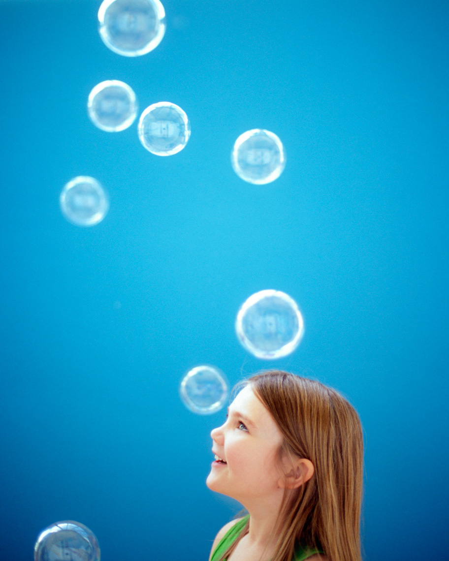 Image of child blowing bubbles | Tosca Radigonda Photography