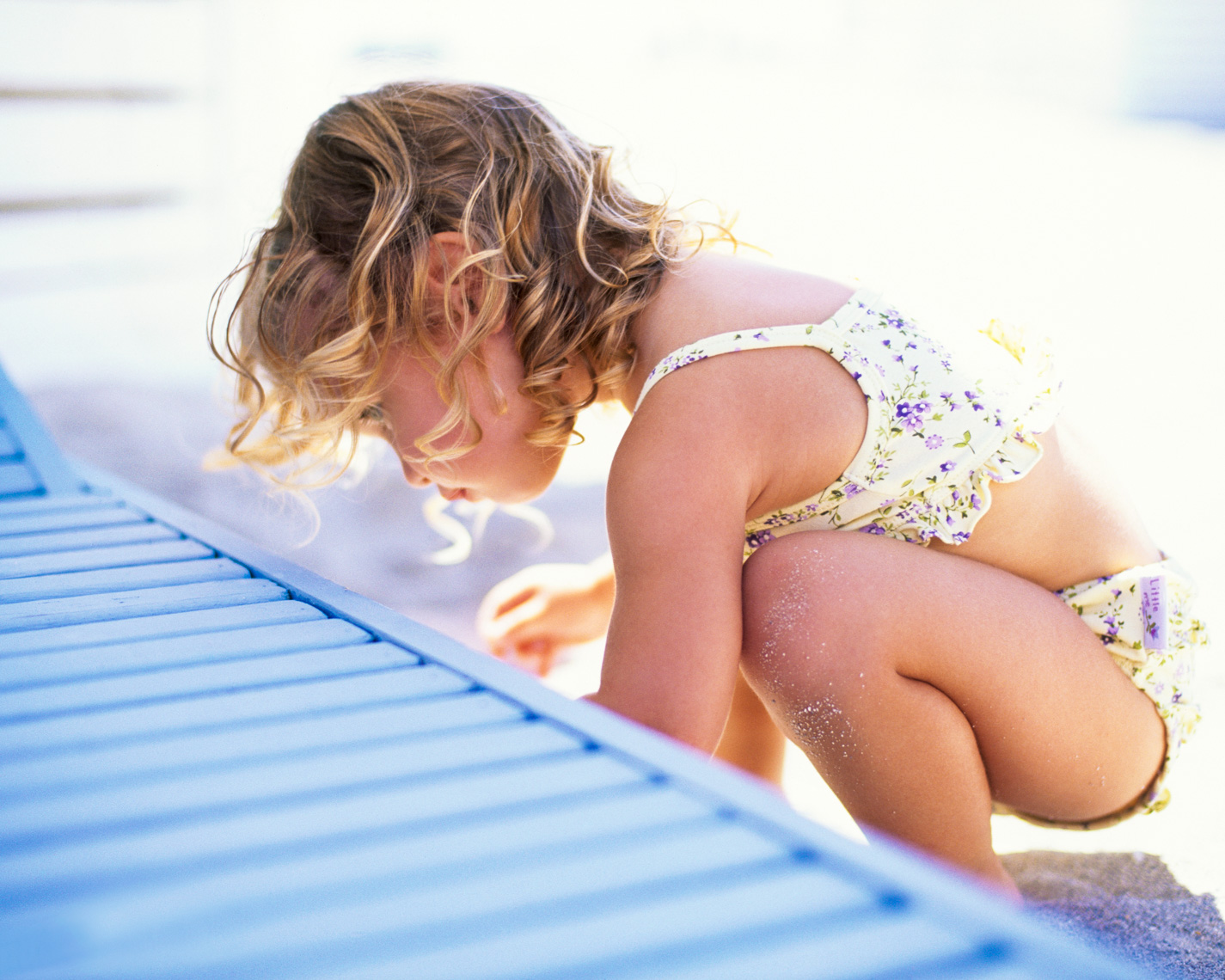 Toddler playing on the beach | Tosca Radigonda Photography