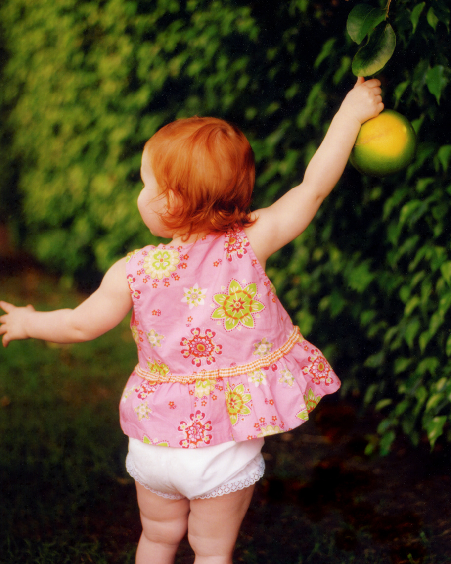 Lifestyle image of child with citrus | Tosca Radigonda Photography