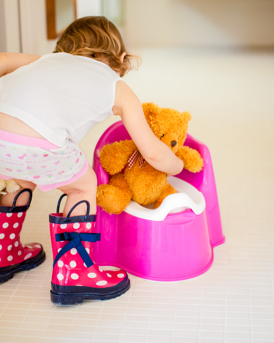 Image of toddler potty training | Tosca Radigonda Photography